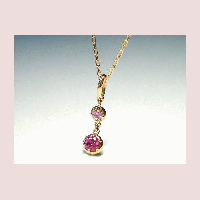 薔薇色のサファイアと桜色サファイアの色合いにこだわって。